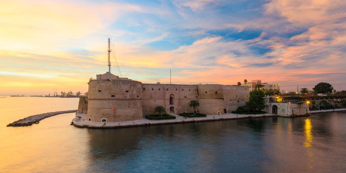 Il Castello Aragonese di Taranto - Monumento - Italyra